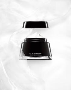 Giorgio Armani、黒曜石の新商品