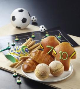 期間限定サッカーのケーキとパン
