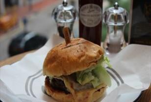 湾仔(ワンチャイ)ハンバーガーレストラン「Beef & Liberty」