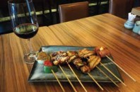 焼き鳥と日本産ワイン「萬炙(バンビ)」広州市