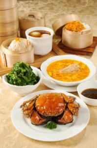 蟹肉と蟹みそ入りフカヒレスープ