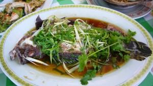 その場で調理してくれる贅沢な海鮮料理