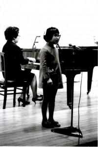 ピアノ演奏と歌