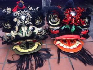 黒と赤の獅子舞