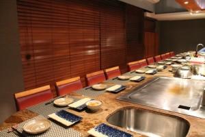 作り手と対面で愉しめる個室は14席を完備