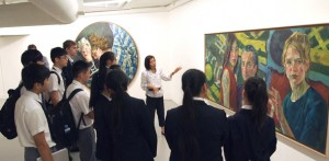 芸術学校を併設