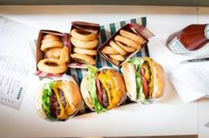 ハンバーガーと揚げ物