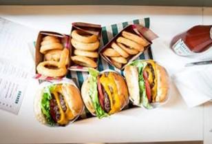 中環のアメリカン料理「Burger Circus」24 時間営業開始
