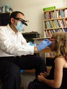 「紫荊歯科」のザック先生