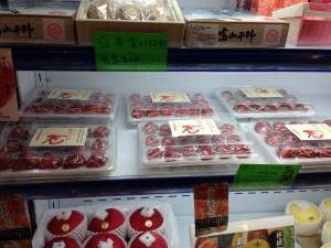 店頭に並ぶフルーツ