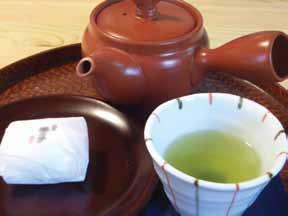 急須とお茶と和菓子