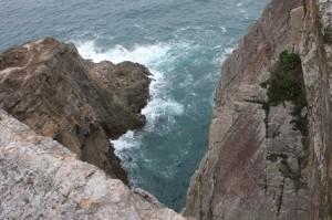 大きな岩が続く道