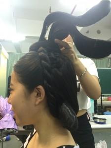 髮髻(髷)を頭頂部にセット