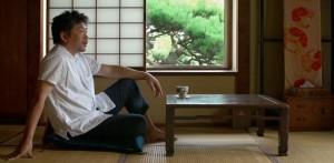 男性が座っている様子 フラワーズオブ台北
