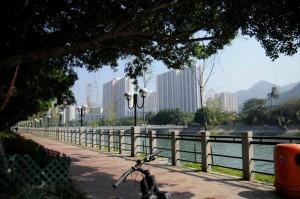 川沿いをサイクリング