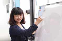 Taipei Language Institute 女性講師