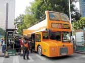 オープンタイプの観光バス
