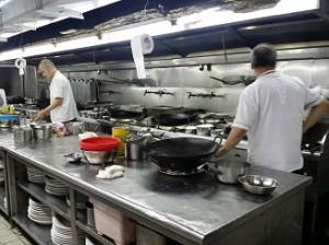 調理場も新しいコンロを導入
