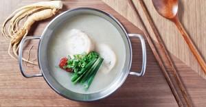 じっくり煮込んだスープの「参鶏湯」