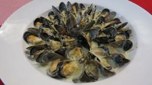 こだわりのソースを使った「ムール貝のクリームソース煮」