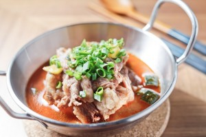 テンジャン味噌で煮込んだ「カルビとジャガイモの煮込み」