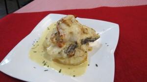 オススメの「タラとエビ、カニ肉のチーズクリーム添え」