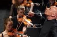 クリストフ・エッシェンバッハ率いるオーケストラが広州で演奏