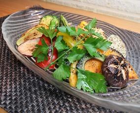 焼き野菜のサラダ アンチョビとオリーブソース