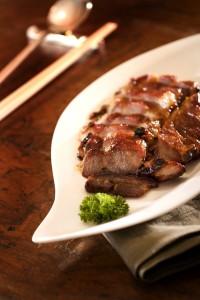逸東軒の肉料理