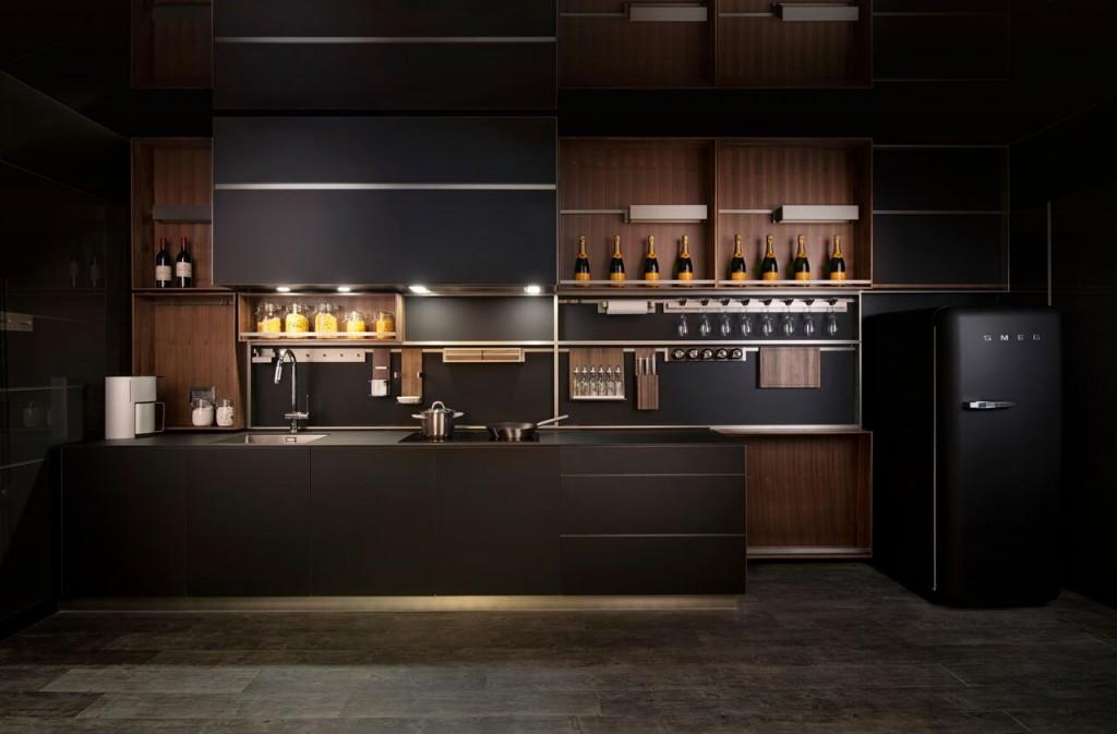 イタリア製の食器棚