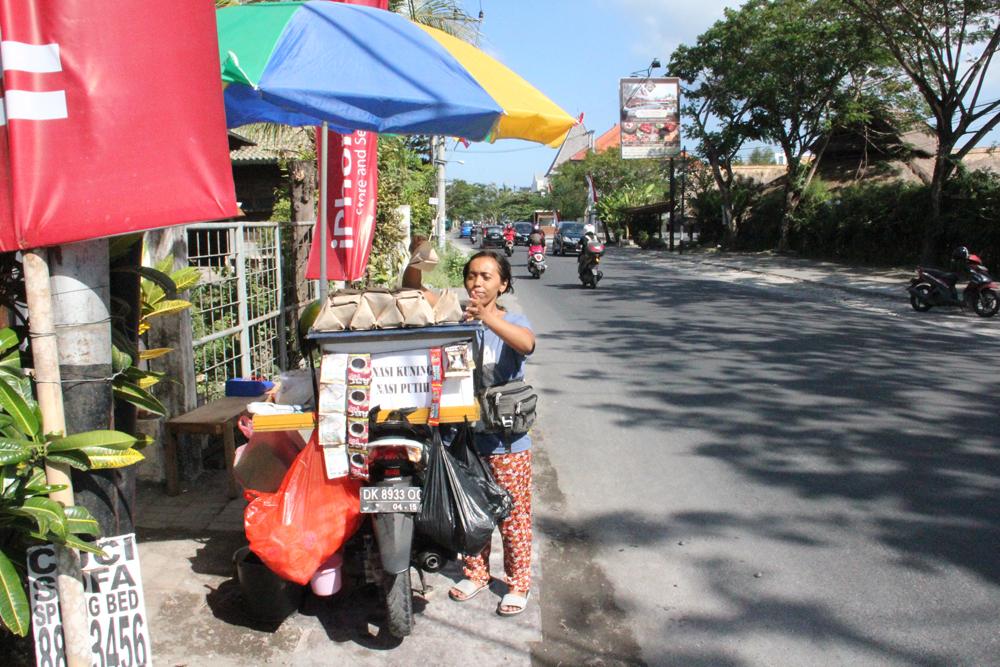 道ばたで売っているナシ・ジンゴ