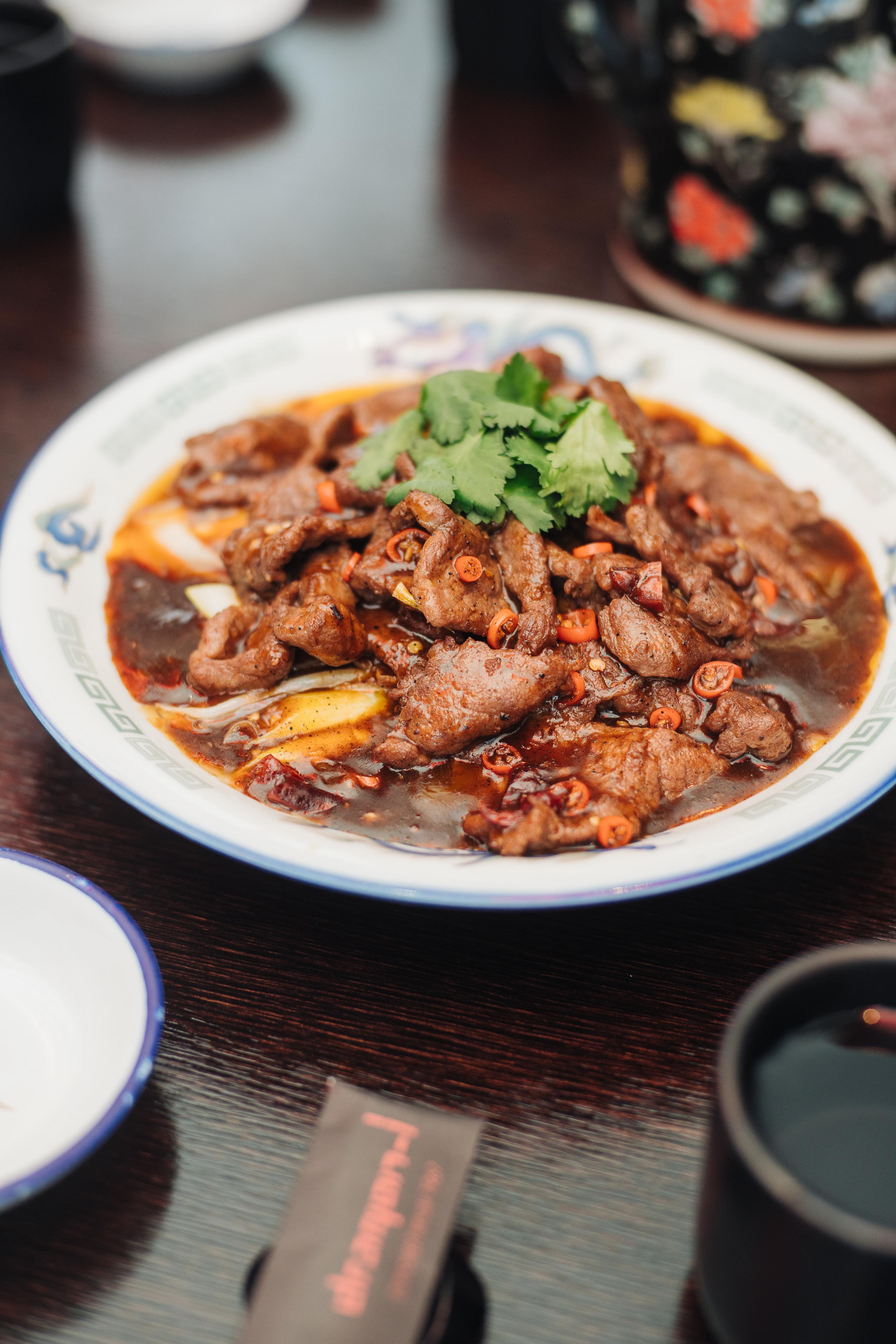 四川のスープを使った薄切り牛肉