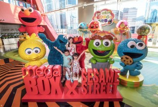 MegaBox x Sesame Street 夏の楽しい遊園地