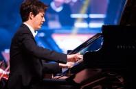世界で絶賛されるピアノのスターオーケストラコンサート