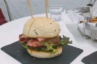 自家製パンのハンバーガー「BB Bao」