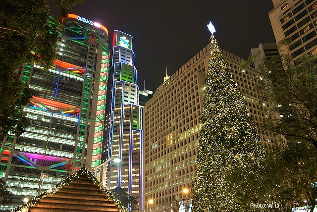 xchristmas-in-hong-kong-statue-square-01.jpg.pagespeed.ic.wFXYqpJMGb
