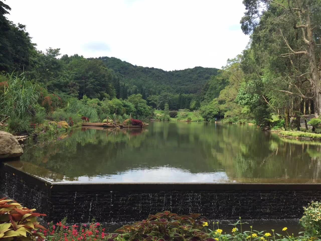 ウートン山池