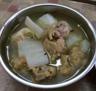 白萝卜酥肉湯