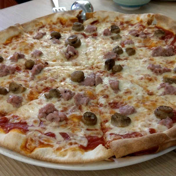 pizza with fresh Italian sausage and button mushrooms