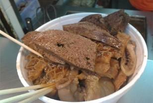 旺角で大人気ストリートフード「牛の内臓の煮込み」