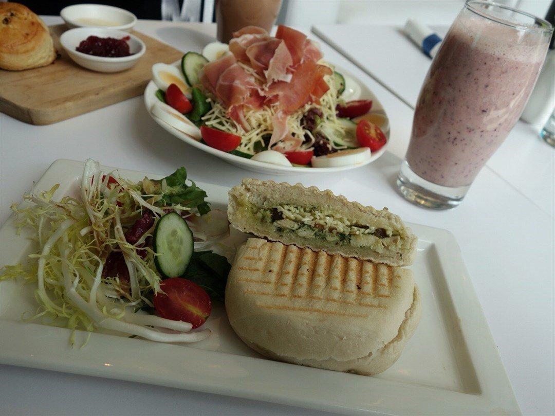 Cafe 8 food