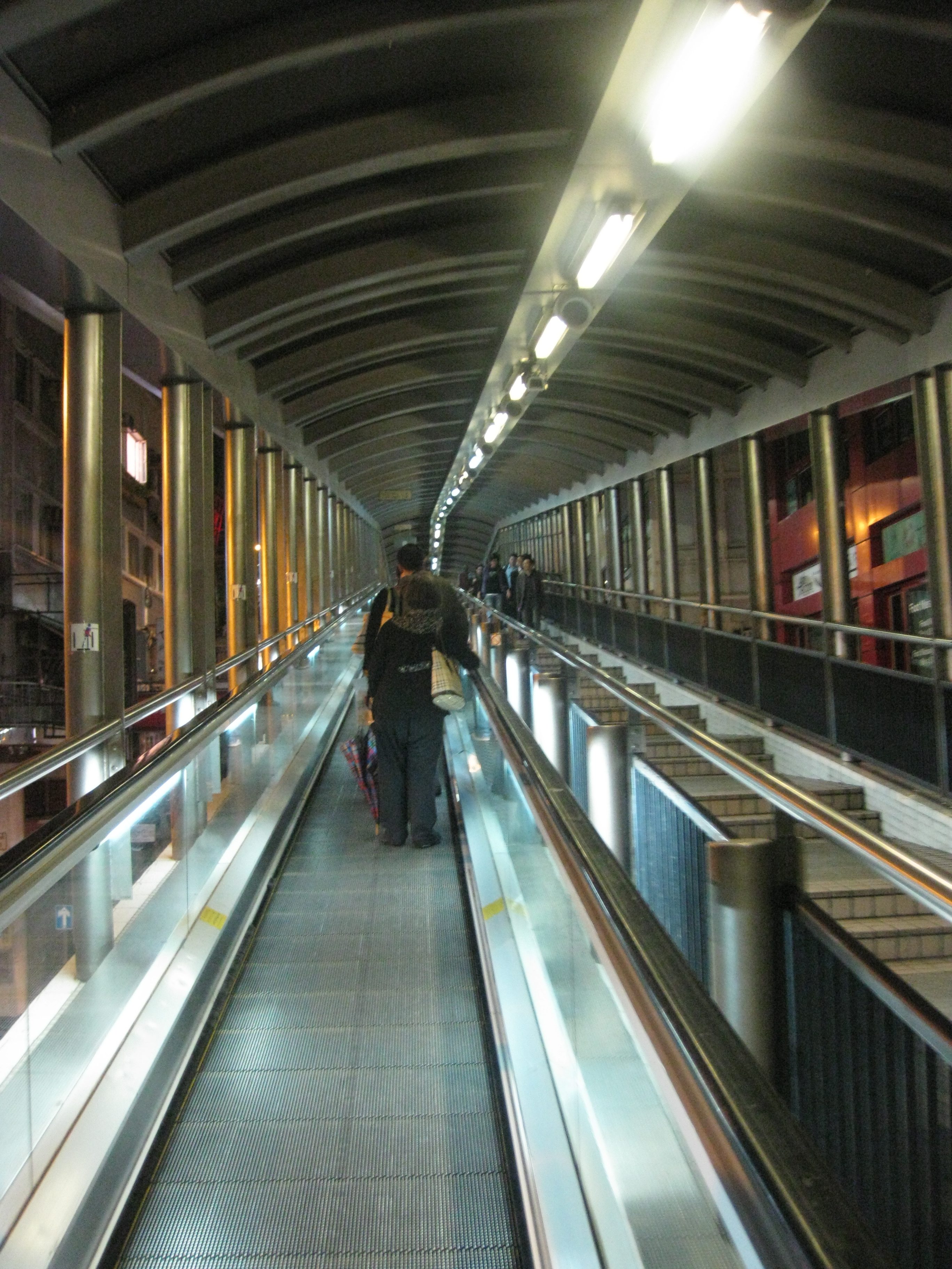 Central-Mid-Levels_escalators_at_night_IMG_5228
