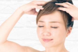 髪を育てる「AKFS PLUS」で頭皮をマッサージ、健康で美しい髪に