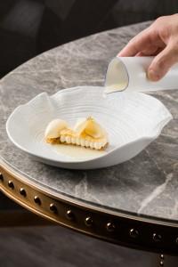 広東料理でおなじみの食材、魚の浮袋を使用した「Fish Maw(fish bladders)」