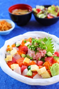 Diced sashimi with minced fatty tuna on rice bowl set (1533x2300)