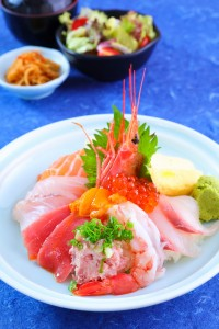 assorted sashimi on rice bowl2 (1533x2300)