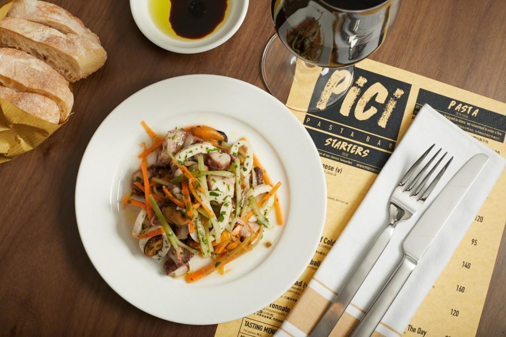 シンプルな味付けが素材の味を生かしている「Seafood Salad」