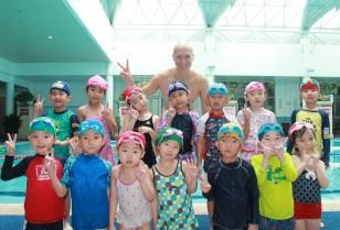 若葉こども学園通信Vol.4 毎週水曜日はプールの日!「楽しく遊ぶ」