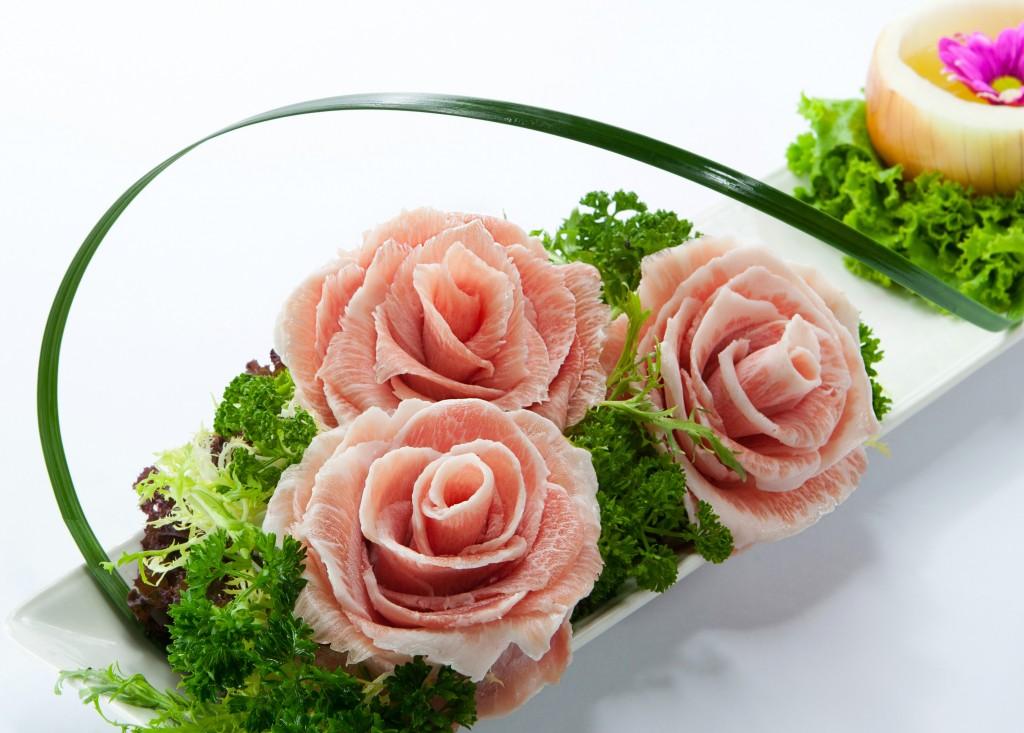 バラの仕立てた美しい豚トロ「Pork Roses」