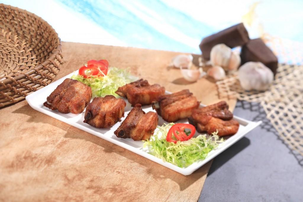 塩加減が絶妙な「Roasted Pork Spare Ribs with Shrimp Paste」